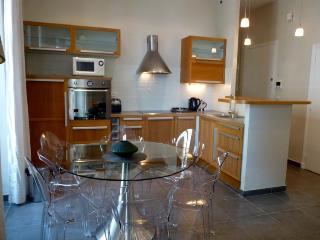 Meynadier Port 2 Bedroom Apartment Rental in Cannes - Cannes vacation rentals