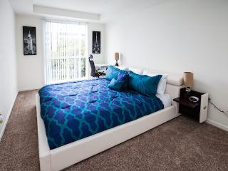 SANTA MONICA: 1BR Walk to the Beach, Pier and Shopping! FREE Parking & WIFI - Miami vacation rentals