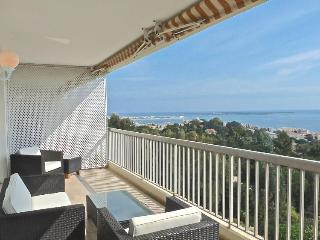 Nice Condo with Shared Outdoor Pool and Television - Cannes vacation rentals