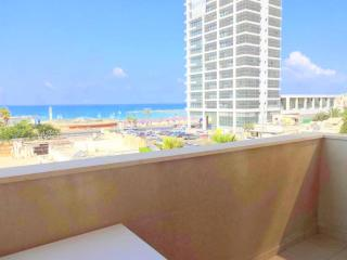 GREAT 4 ROOMS IN FRONT OF THE BEACH - Tel Aviv vacation rentals