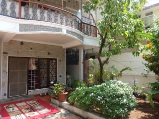 Quiet room with ambience in Honolulu - Ernakulam vacation rentals