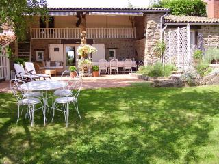 2 bedroom Cottage with Internet Access in Vernet-la-Varenne - Vernet-la-Varenne vacation rentals