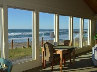 Beachcomber is a single story Arch Cape ocean front home with a Hot Tub! 4 Bedroom 3 Bath sleeps 10 - 35616 - Oregon Coast vacation rentals