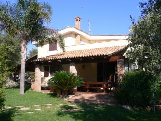 Villa privata con Piscina e splendida vista mare - Monopoli vacation rentals