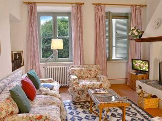 Charming 2 bedroom Capalbio Scalo Apartment with Internet Access - Capalbio Scalo vacation rentals