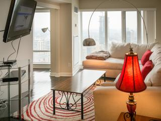 Gorgeous 2BR in Downtown Core - Toronto vacation rentals