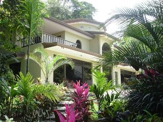 Comfortable 2 bedroom Bed and Breakfast in Platanillo - Platanillo vacation rentals