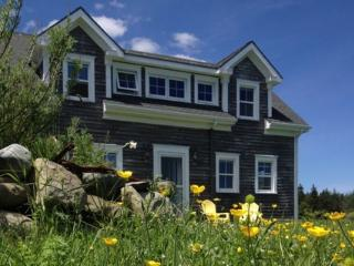 Nice House with Internet Access and Waterfront in Shelburne - Shelburne vacation rentals