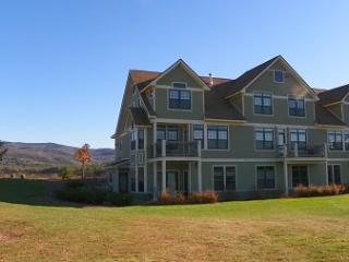 Owl`s Nest Condo overlooking Mountainous Golf Course - White Mountains vacation rentals