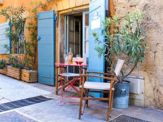 Nice Studio with Internet Access and Washing Machine - Jouques vacation rentals