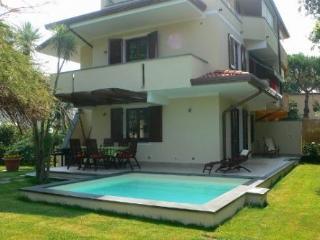 Bright 4 bedroom Villa in Forte Dei Marmi - Forte Dei Marmi vacation rentals