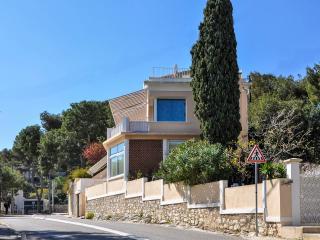 Appartement  face à la mer et au Cap Canaille. - Cassis vacation rentals
