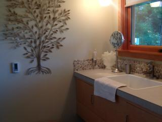 'Om Sweet Om' Country Retreat, Gardens + Mtn Views - Ashland vacation rentals