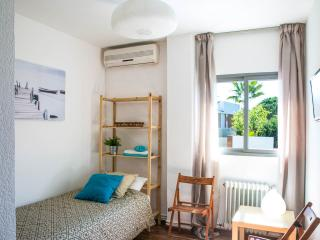 Room SINGLES near Valencia - Torrent vacation rentals