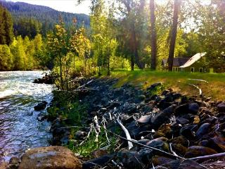 Antique home on Santiam river, near mountain lakes - Idanha vacation rentals
