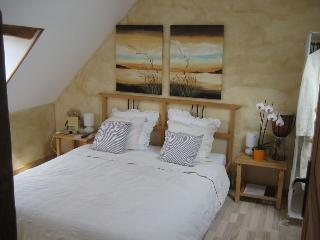 2 bedroom Guest house with Internet Access in Verneix - Verneix vacation rentals