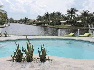 Casa Verde Endless Waterfront Views Tiki Hut / Pool 3/3 for 6 guests - Fort Lauderdale vacation rentals
