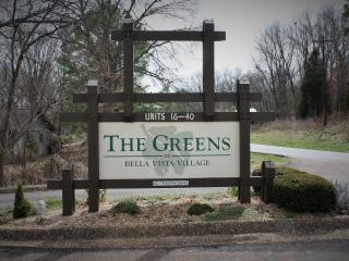 Greens One, 2BR, Golf, Pool, Jacuzzi Tub, Kitchen - Bella Vista vacation rentals