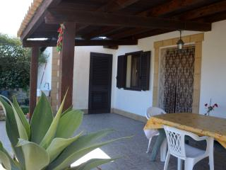 Romantic 1 bedroom Noto Villa with Deck - Noto vacation rentals