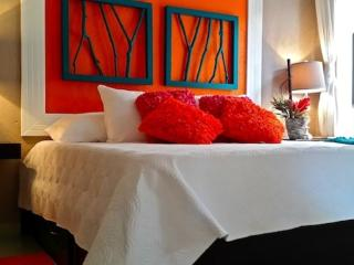 BEAUTIFUL WELL APPOINTED CONDO STEPS TO JACO BEACH - Puntarenas vacation rentals