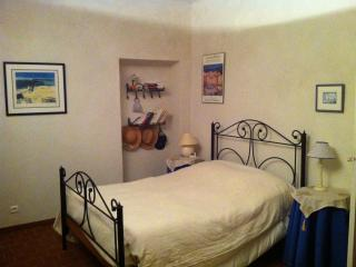 2 bedroom Bed and Breakfast with Internet Access in Villedieu - Villedieu vacation rentals
