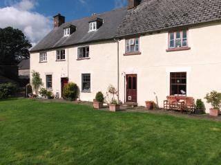 Pen-y-dre, self-catering cottage on working farm. - Llanvihangel Crucorney vacation rentals