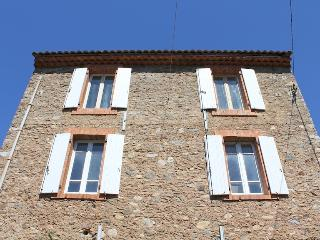Bright House in Roquebrun with Television, sleeps 8 - Roquebrun vacation rentals