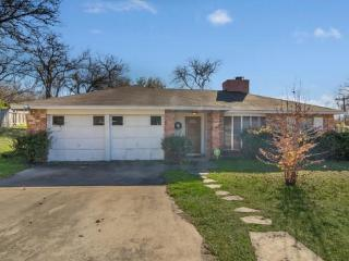 Lovely 4 bedroom home with an open - South Texas Plains vacation rentals
