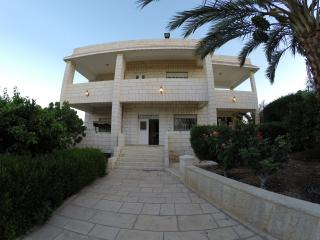 Convenient 4 bedroom Jerusalem Bed and Breakfast with Internet Access - Jerusalem vacation rentals