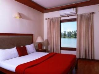 Spacious Houseboat in Alappuzha with Television, sleeps 8 - Alappuzha vacation rentals