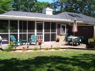 Lovely Cottage with Deck and Wireless Internet - Eastham vacation rentals