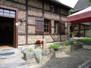 Beautiful 2 bedroom Somme-Leuze Cottage with Satellite Or Cable TV - Somme-Leuze vacation rentals