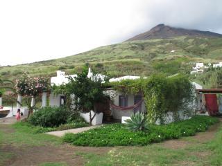 villa tipica vista mare - Stromboli vacation rentals
