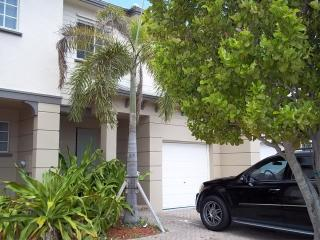 Townhouse by the lake - Riviera Beach vacation rentals