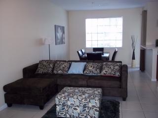 Cozy 3 bedroom Townhouse in Riviera Beach - Riviera Beach vacation rentals