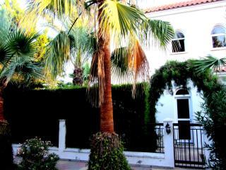 Villa Crowa, 3 bedroom villa Larnaca area - Pervolia vacation rentals