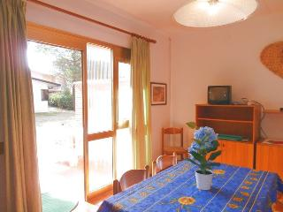 Lovely Bungalow with Outdoor Dining Area and A/C - Lignano Pineta vacation rentals
