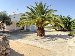 Peaceful villa in Valencia with 3 bedrooms, private backyard and garage - Benicarlo vacation rentals