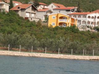 3 bedroom Condo with Internet Access in Gornji Karin - Gornji Karin vacation rentals