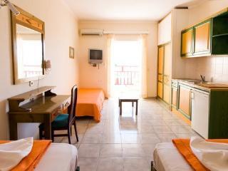 Studio Appartement - Agios Nikolaos vacation rentals