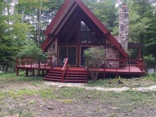 Nice Chalet with Deck and Dishwasher - DuBois vacation rentals