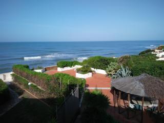 anzio villa sul mare con accesso diretto in spiagg - Anzio vacation rentals