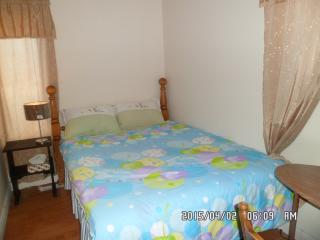 Comfortable Queen Room in the centre of the city - Yellowknife vacation rentals