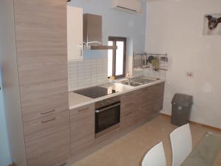 2 bedroom Casa Maria Pia + free taxi in Bugibba - Bugibba vacation rentals