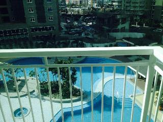 MODERN 1BEDROOM RED OAK SERENDRA@FORT BONIFACIO - Philippines vacation rentals
