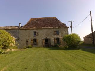 Secluded Farmhouse in Fantastic setting. - Saint-Meard-de-Gurcon vacation rentals