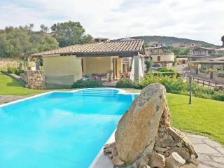 Villa Smeralda con piscina privata vicino al mare - Tanaunella vacation rentals