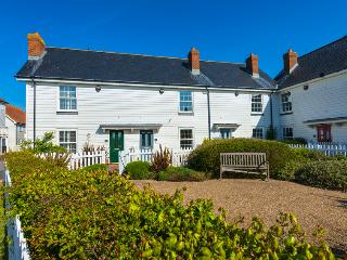 Bright Cottage in Camber with Internet Access, sleeps 5 - Camber vacation rentals
