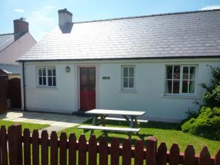 Pembrokeshire Coast Cottage. Beach 200 yards - Broad Haven vacation rentals