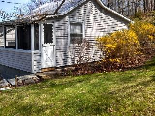 Cozy Cottage with Internet Access and A/C - East Lyme vacation rentals
